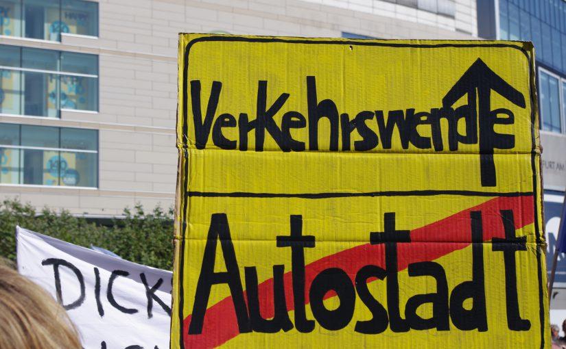 Autowelt: Panik und Fortschrittsglaube